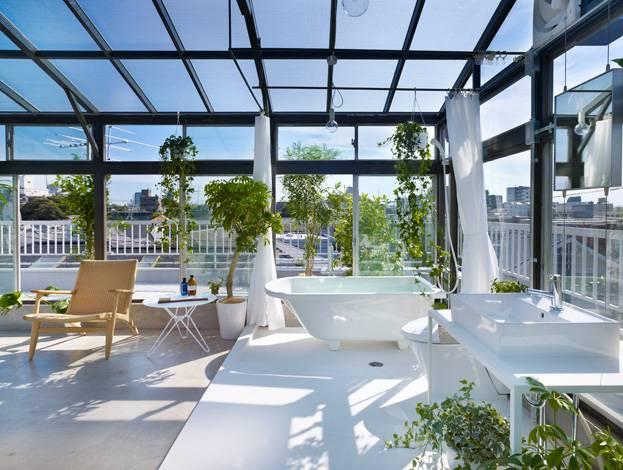 nha-pho-tan-co-dien-屋上のサンルームバスルーム1